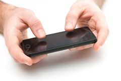 Mani con un telefono astuto Fotografie Stock