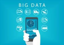 Passi lo Smart Phone della tenuta con il cruscotto mobile di analisi dei dati per i grandi dati Concetto dei commerci differenti illustrazione di stock
