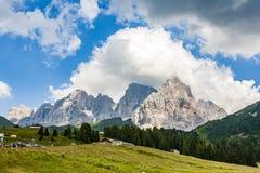 Passi nel Alpes Passo di Rolle, vecchio passaggio antico nel dolomi Fotografie Stock Libere da Diritti