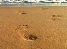 Passi sulla spiaggia Immagini Stock Libere da Diritti