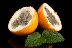 Passiflore de maracuja de passiflore comestible de passiflore Photographie stock libre de droits