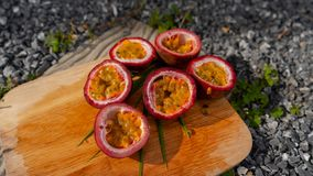 Passiflores comestibles de passiflore exotiques photos libres de droits
