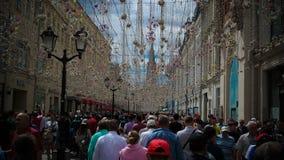 Passionés du football à la rue de Nikolskaya à Moscou à la coupe du monde du football de la FIFA, 2018, Russie Images libres de droits