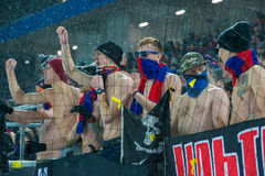 Passionés du football de CSKA sur le jeu de football Photos stock