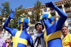 Passionés du football drôles dans la Ventilateur-Zone de l'euro 2012 de l'UEFA Image stock
