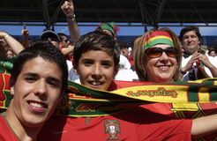 Passionés du football du Portugal à l'EURO 2008 Photos stock