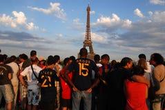 Passionés du football espagnols à Paris Photos stock