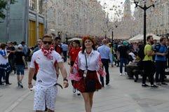 Passionés du football polonais sur la rue de Nikolskaya Coupe du monde de la FIFA, Mundial 2018 Image libre de droits