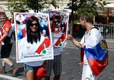 Passionés du football sur la place rouge pendant la coupe du monde 2018 de la FIFA Image stock