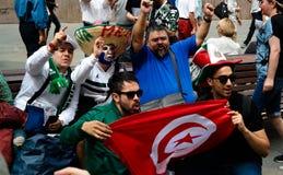 Passionés du football tunisiens à la rue de Nikolskaya à Moscou à la coupe du monde du football de la FIFA, 2018, Russie Photographie stock