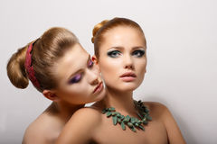 Passion. Lust. Par av tillgivna unga kvinnor. Fondness arkivbild