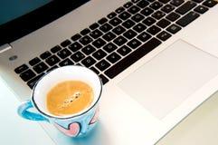 Passion pour l'ordinateur et le café Photographie stock