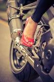 Passione per le scarpe ed il motociclo Immagini Stock