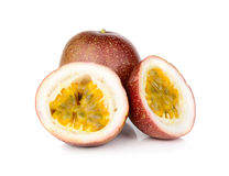 Passionfruit που απομονώνεται στο άσπρο υπόβαθρο Στοκ εικόνα με δικαίωμα ελεύθερης χρήσης