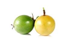 Passionfruit σε ένα άσπρο υπόβαθρο Στοκ Εικόνες