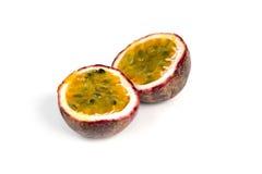 Passionfruit auf weißem Hintergrund Lizenzfreies Stockfoto