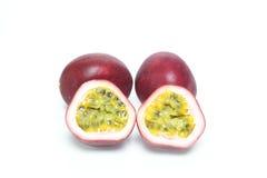 Passionfruit i en vit bakgrund Fotografering för Bildbyråer