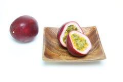 Passionfruit i en vit bakgrund Royaltyfri Fotografi