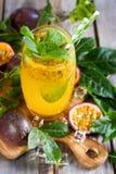 Passionfruit lemonad Arkivbilder