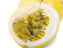 Passionfruits su fondo bianco immagine stock libera da diritti