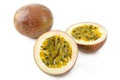 Passionfrukt på vit Arkivbild