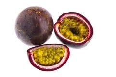 Passionfrukt som isoleras på vit bakgrund med cl Fotografering för Bildbyråer