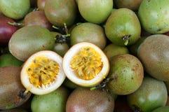 Passionfrukt, vitamin C, sund mat, passionfruit Arkivbild