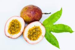 Passionfrukter på vit bakgrund Royaltyfria Bilder