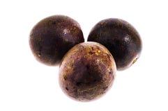 Passionfrukter som isoleras på vit bakgrund med den snabba banan Fotografering för Bildbyråer