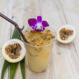 Passionfruktfruktsaft är en sund drink växt- Thailand Royaltyfri Fotografi