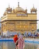 Passionnés au temple d'or Photos libres de droits