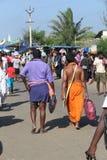Passionnés de Sabrimala dans un dieu de mer de culte dans le kanyakumari Photo libre de droits