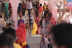 Passionnés fidèles sur le pèlerinage dans l'Inde Image stock