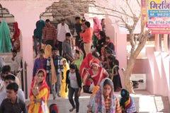 Passionnés fidèles sur le pèlerinage dans l'Inde Photos libres de droits