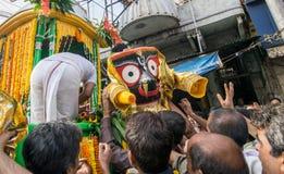 Passionnés indous priant à Lord Jagannath Idol sur Rathjatra Photo libre de droits