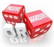Passive oder aggressive Wörter zwei rote Würfel mutig gegen mildes vektor abbildung