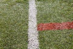 Passo artificial do futebol da grama ou passo futsal interno Fotos de Stock