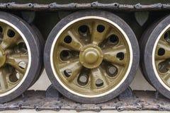 Passo de Caterpillar do tanque com rodas fotografia de stock royalty free