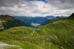 Passo di montagna sopra la cresta principale delle alpi di Carnic dall'Italia in Austria Fotografia Stock Libera da Diritti