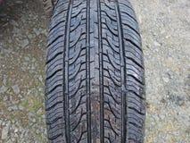 Passo do pneumático em uma roda fotografia de stock royalty free