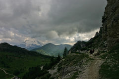 Passo Falzarego après pluie et Marmolada Images stock