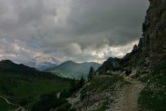 Passo Falzarego efter regn och Marmolada arkivbilder