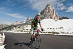 Passo Giao CZERWIEC 30: (WŁOCHY)  Maratoński Du Dolomities Ścigający się zdjęcia royalty free
