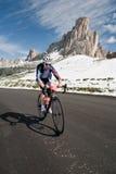 Passo Giao CZERWIEC 30: (WŁOCHY)  Maratoński Du Dolomities Ścigający się obraz royalty free