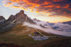 Passo Giau - Dolomites - Italien arkivfoton