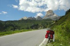 Passo Giau, dolomity: bicykl Obrazy Royalty Free