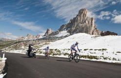 Passo Giau (ITALIEN) am 30. Juni:  Marathon du Dolomities Race stockfotos