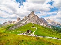 Passo Giau z górą Gusela na tle, dolomitach lub Dolomiti górach, Włochy Obrazy Stock