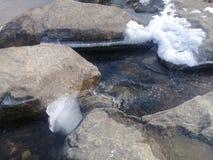 Passo naturale alla corrente del parco pubblico di inverno in Hwacheon Fotografia Stock