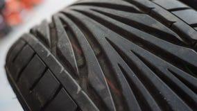 Passo no pneu novo Imagem de Stock